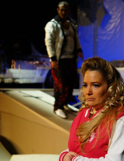 """Sie in """"Rozznjogd"""", Theater an der Rott, Regie Stephan Kasimir, mit Sebastian Goller, © 2013 Rupert Rieger"""